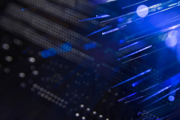 Przełącznik sieciowy z kablami światłowodowymi