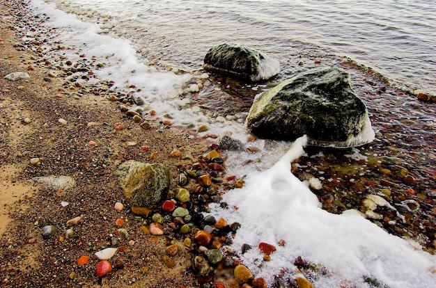 Przełamując fale na plaży
