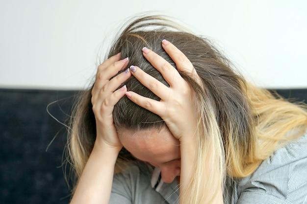 Przemoc domowa, smutna kobieta,