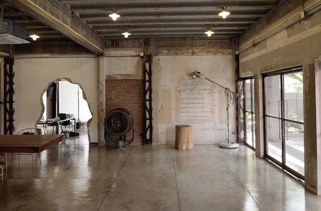 Przemysłowa kawiarnia na poddaszu i studio