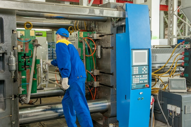 Przemysłowa prasa do formowania wtryskowego do produkcji części z tworzyw sztucznych