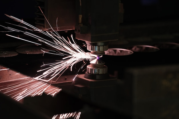 Przemysłowe cięcie laserowe technologia produkcji płaskiej blachy stalowej z s ...