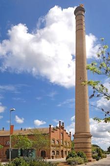 Przemysłowe dziedzictwo w celra, girona prowincja, catalonia, hiszpania