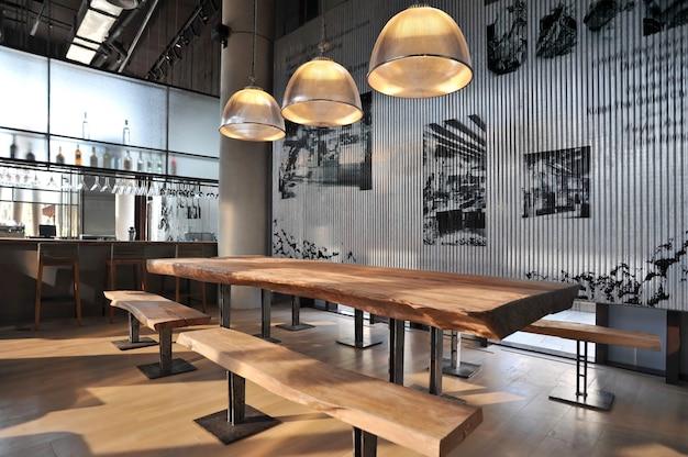 Przemysłowy bar w stylu loftu