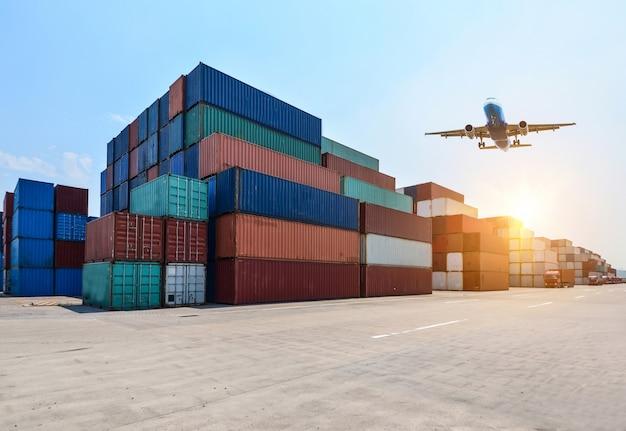 Przemysłowy port i stoczni kontenerowy