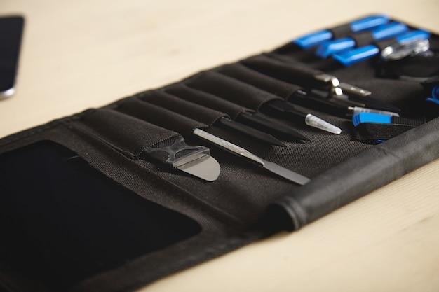 Przenośny zestaw narzędzi hoder ze specjalnymi narzędziami do naprawy elektroniki