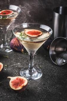 Przepisy na jesienne i zimowe napoje, koktajl martini z figą, tymiankiem i miodem
