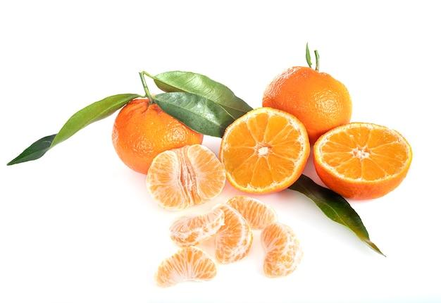 Przepyszna clementine przed białym