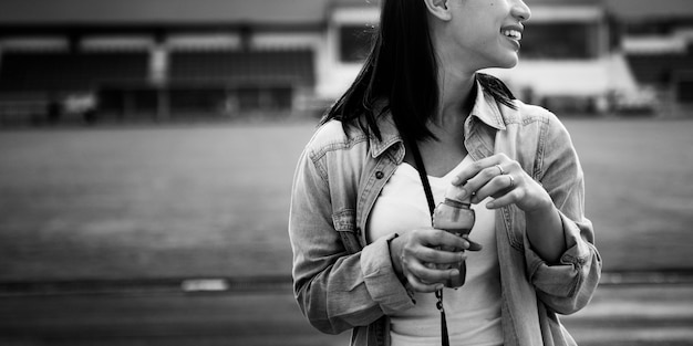 Przerwa odkrywa żeńskiej zabawy podróży radości rekreacyjnego pojęcie