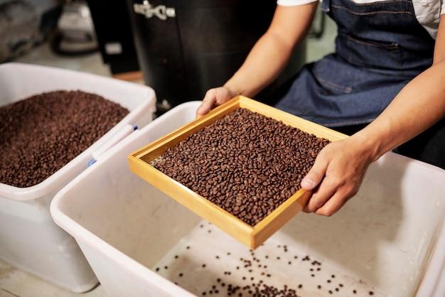 Przesiewanie ziaren kawy