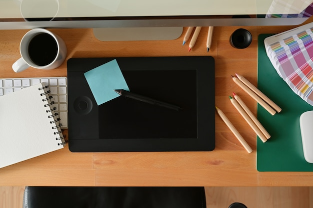Przestrzeń robocza studia graficznego