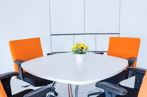 Przestrzeń robocza w nowoczesnym biurze