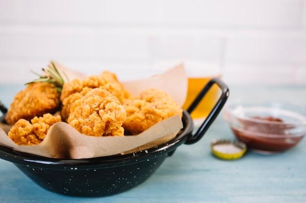 Przesuwaj z smażonym kurczakiem