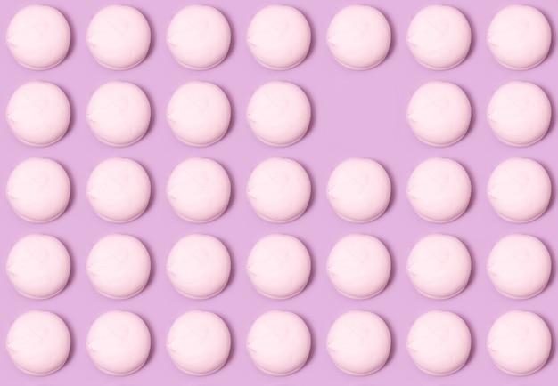 Przewiewne słodkie waniliowe pianki na różowo