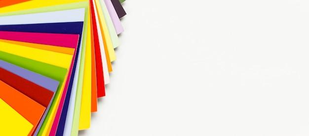 Przewodnik po wykresie kolorów na białym tle, kolorowy katalog.