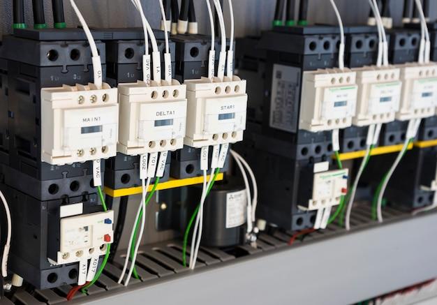 Przewodowa tablica elektryczna z zaciskami