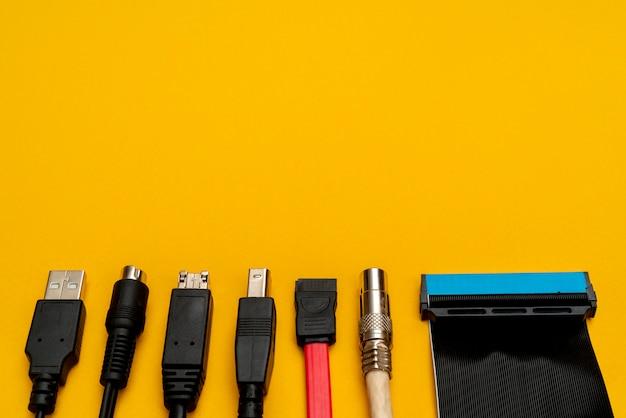 Przewody łączące do komputera. rodzaje złączy.