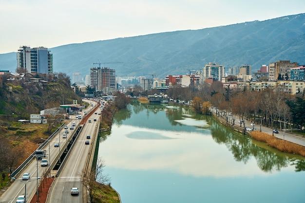 Przez miasto tbilisi przepływa rzeka kura