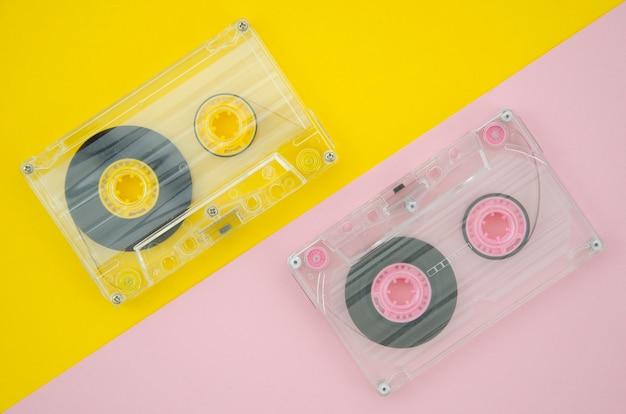 Przezroczyste kasety z jasnym i żywym tłem