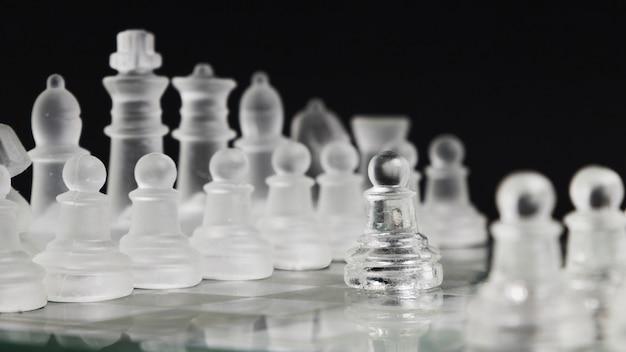 Przezroczyste szachy na pokładzie