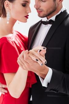 Przycięte para zakochanych. taniec. przytulanie.