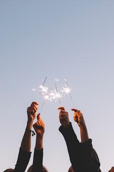 Przycinaj ręce za pomocą ogni
