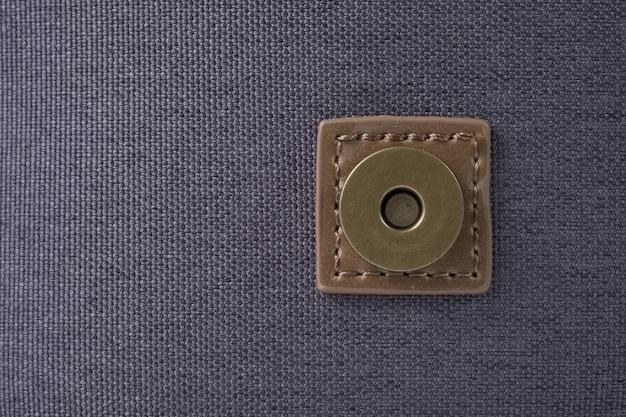 Przycisk na płóciennej torbie