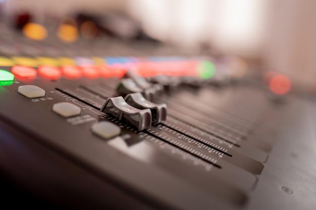 Przyciski sprzęt do sterowania mikserem dźwięku, sprzęt do sterowania mikserem dźwięku, urządzenie elektryczne