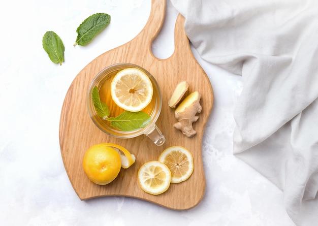 Przydatna herbata z imbirem i cytryną
