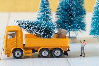 Przygotować choinki, świąteczne dekoracje koncepcji