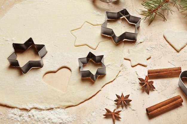 Przygotowanie ciasteczek świątecznych