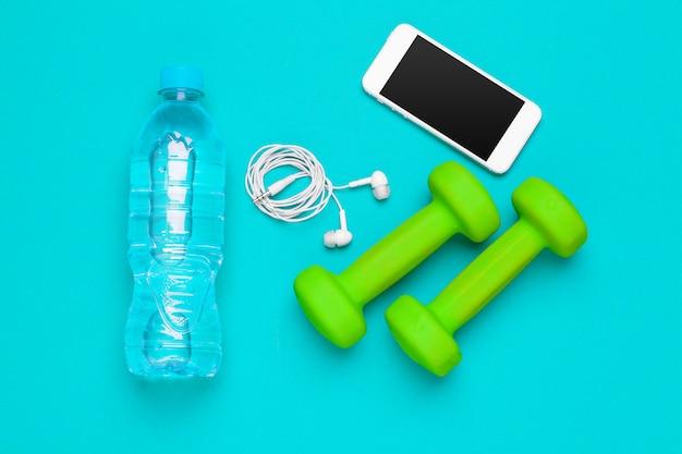 Przygotowanie do fitness sprzęt sportowy widok z góry