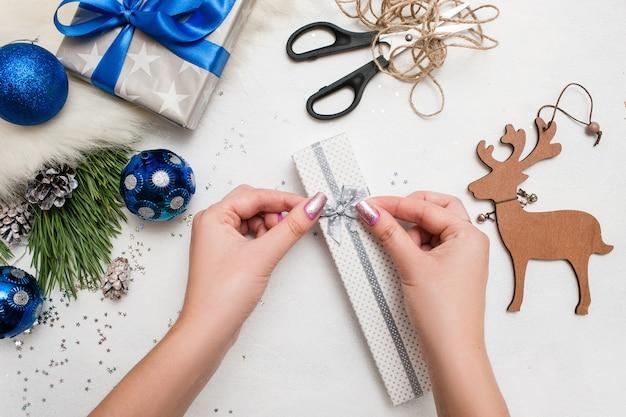 Przygotowanie do wakacji. prezent na boże narodzenie i nowy rok