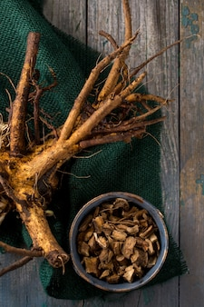 Przygotowanie korzenia omanu