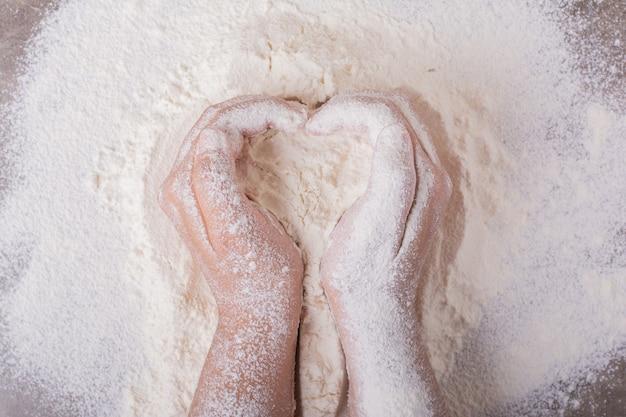 Przygotowanie mąki uniwersalnej na ciasto