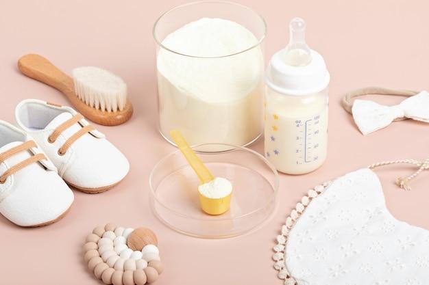 Przygotowanie mieszanki do karmienia niemowląt. opieki zdrowotnej dla dzieci, organiczna mieszanka koncepcji suchego mleka.