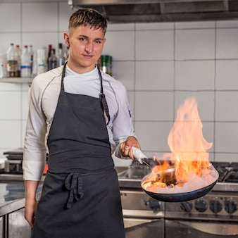 Przygotowanie posiłków przez profesjonalnego szefa kuchni, ekstrawagancja