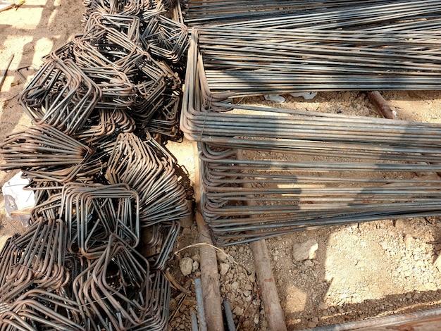 Przygotowanie ściągu stalowego do budowy