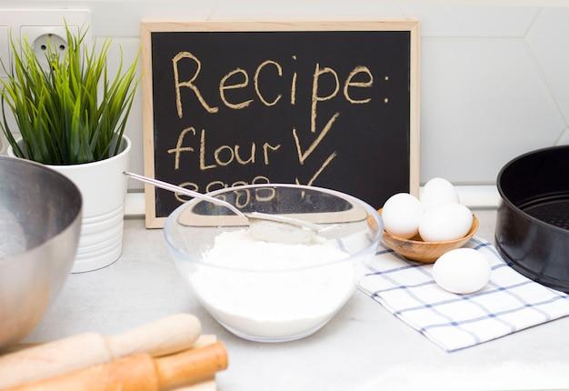 Przygotowanie testu. składniki na mąkę pszenną, jajka, sól. cel wyborczy