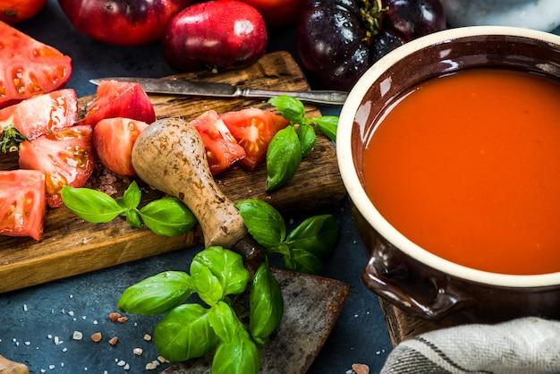 Przygotowanie zdrowej zupy pomidorowej