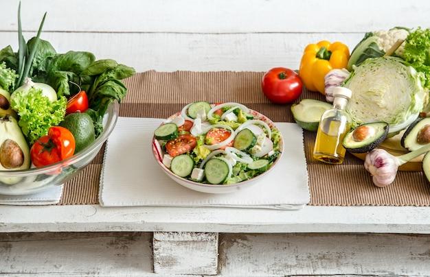 Przygotowanie zdrowej żywności z produktów ekologicznych na stole