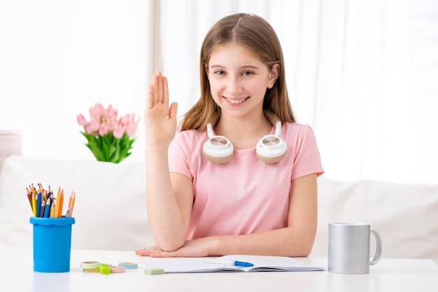 Przygotowywający żeński uczeń