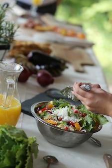 Przygotowywanie posiłków na piknik