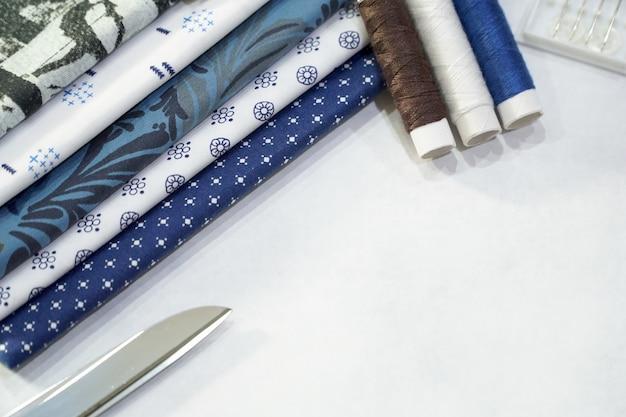 Przygotuj się do szycia odzieży lub naprawy. wykonany ręcznie.