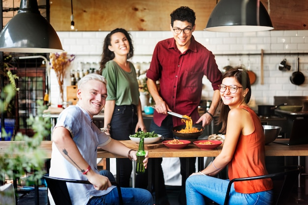 Przyjaciele gotowanie hobby lifestyle concept