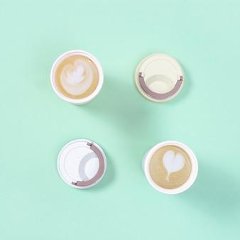 Przyjazny dla środowiska bambusowy kubek wielokrotnego użytku do kawy na wynos z cappuccino.