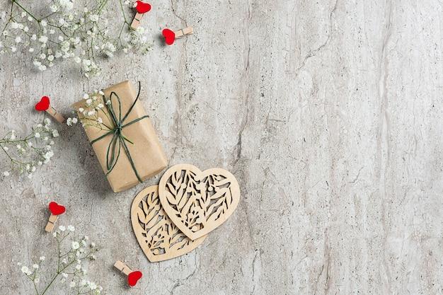 Przyjazny dla środowiska baner st valentines day z naturalnymi dekoracjami