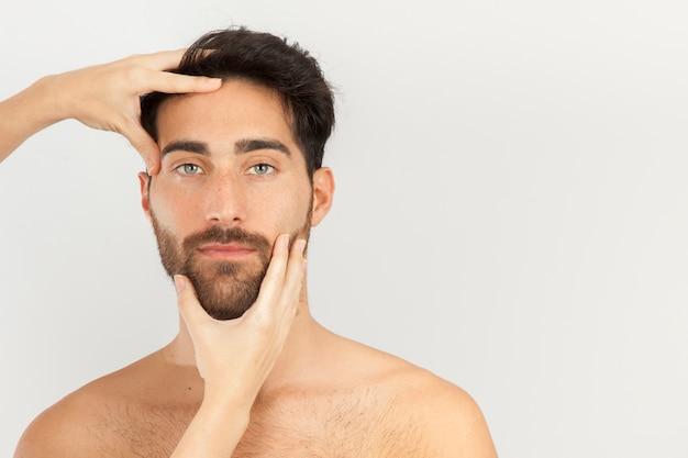 Przyjemny masaż głowy