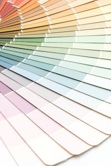 Przykładowy katalog kolorów lub książka próbek kolorówes