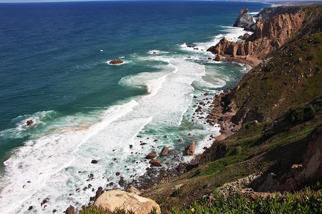 Przylądek roca na oceanie atlantyckim, portugalia
